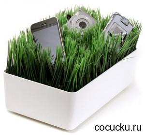 Лужайка из травы для подзарядки гаджетов