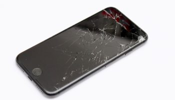 Пошаговая инструкция по наклейке защитного стекла на любой смартфон