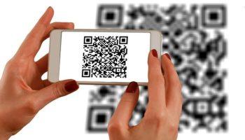 qr-код на смартфоне